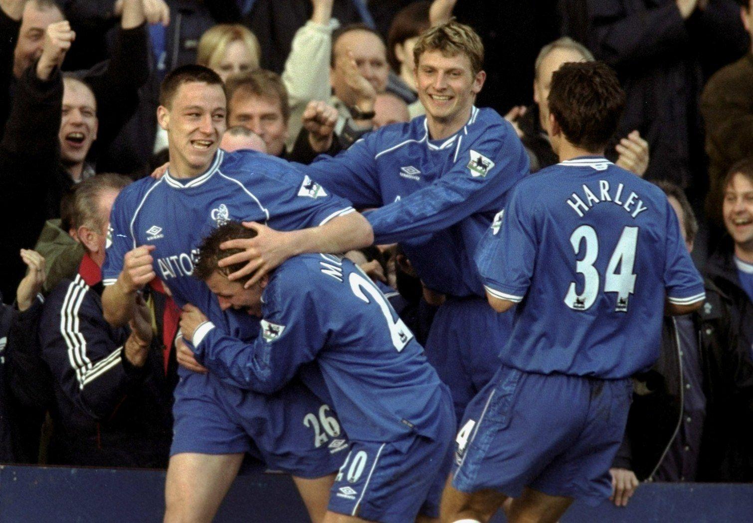 """Празнува първия си гол за """"сините"""" - попадение срещу Джилингам в един от турнирите за купите през 2000 г."""