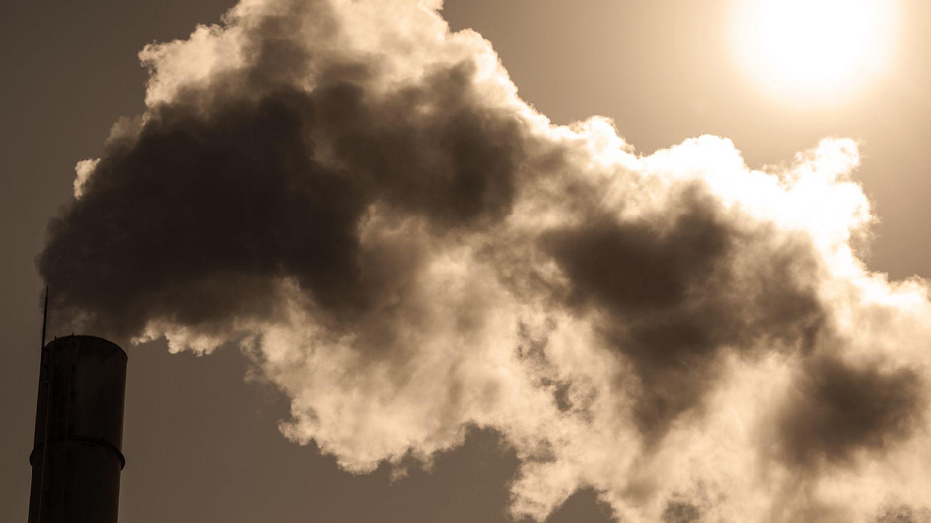 Човечеството отделя сто пъти повече въглеродни емисии от вулканите