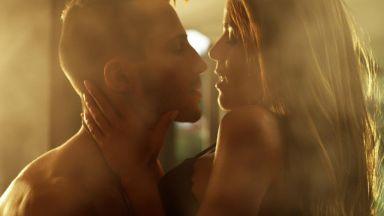 Наум и Теа разменят ласки в новото секси видео на Любо Киров