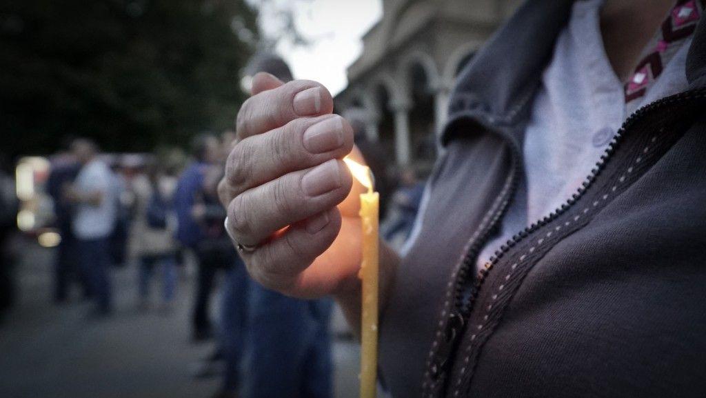 Хиляди запалиха свещичка в памет на Виктория