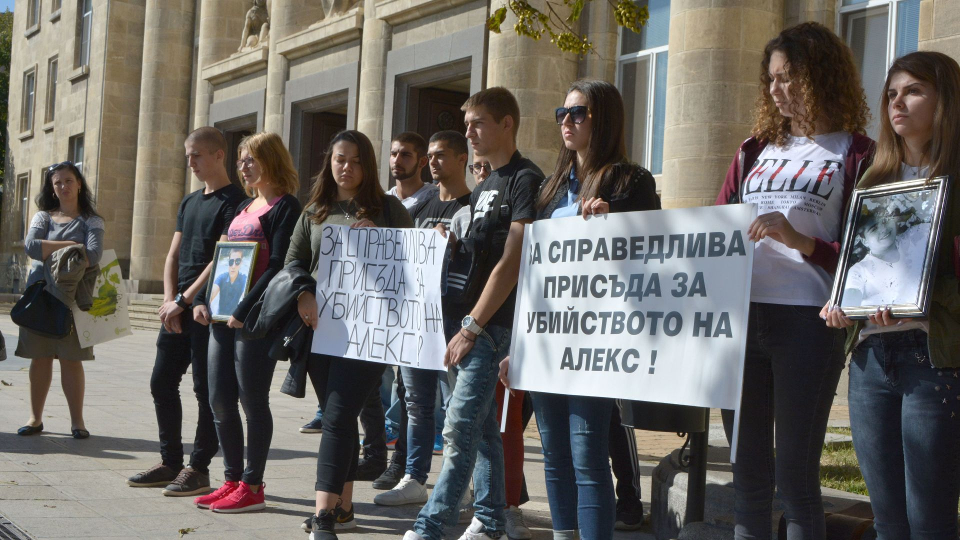 Близки на пребития до смърт Алекс поведоха протест в Бяла