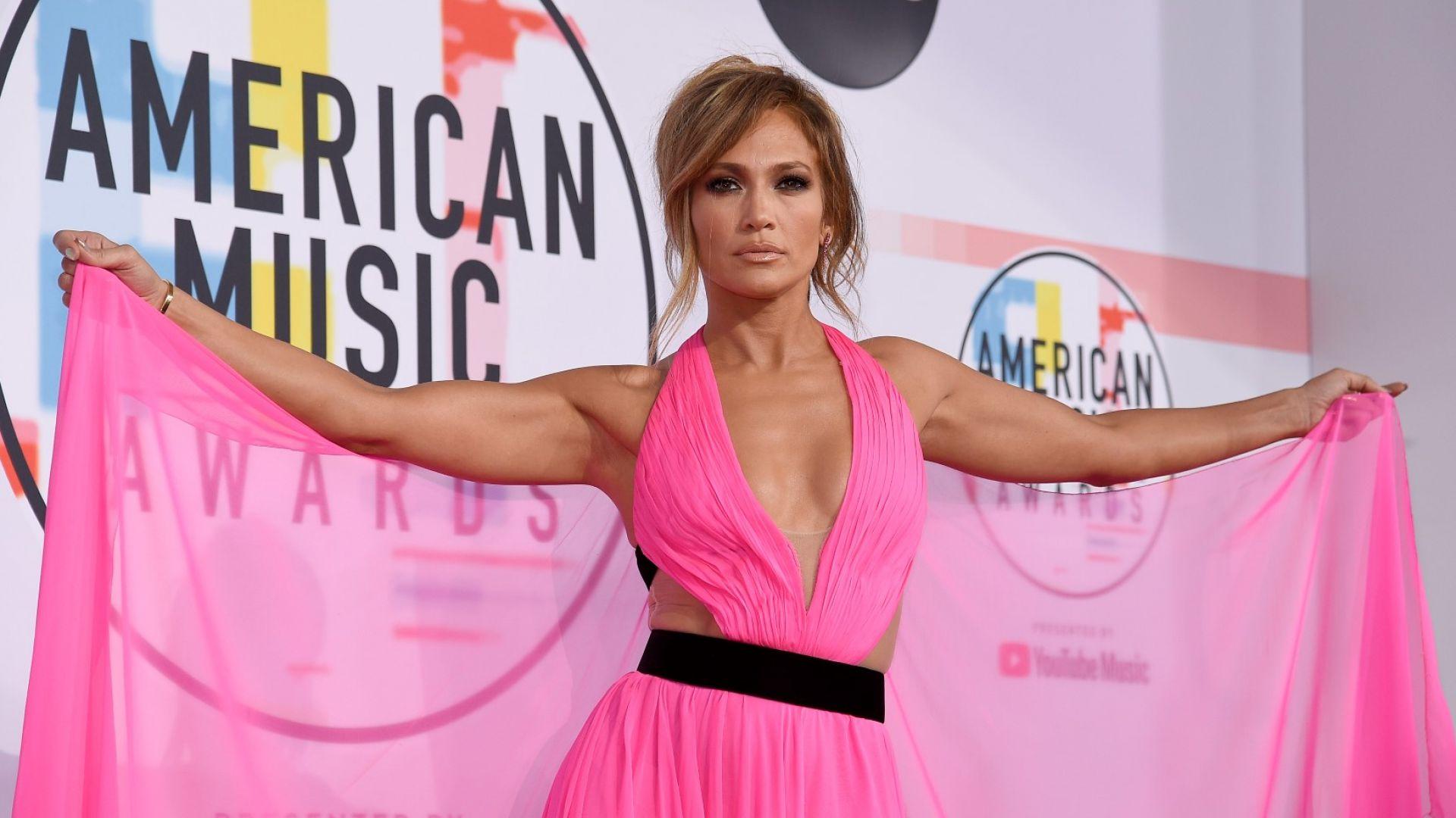Какво облякоха звездите на Американските музикални награди