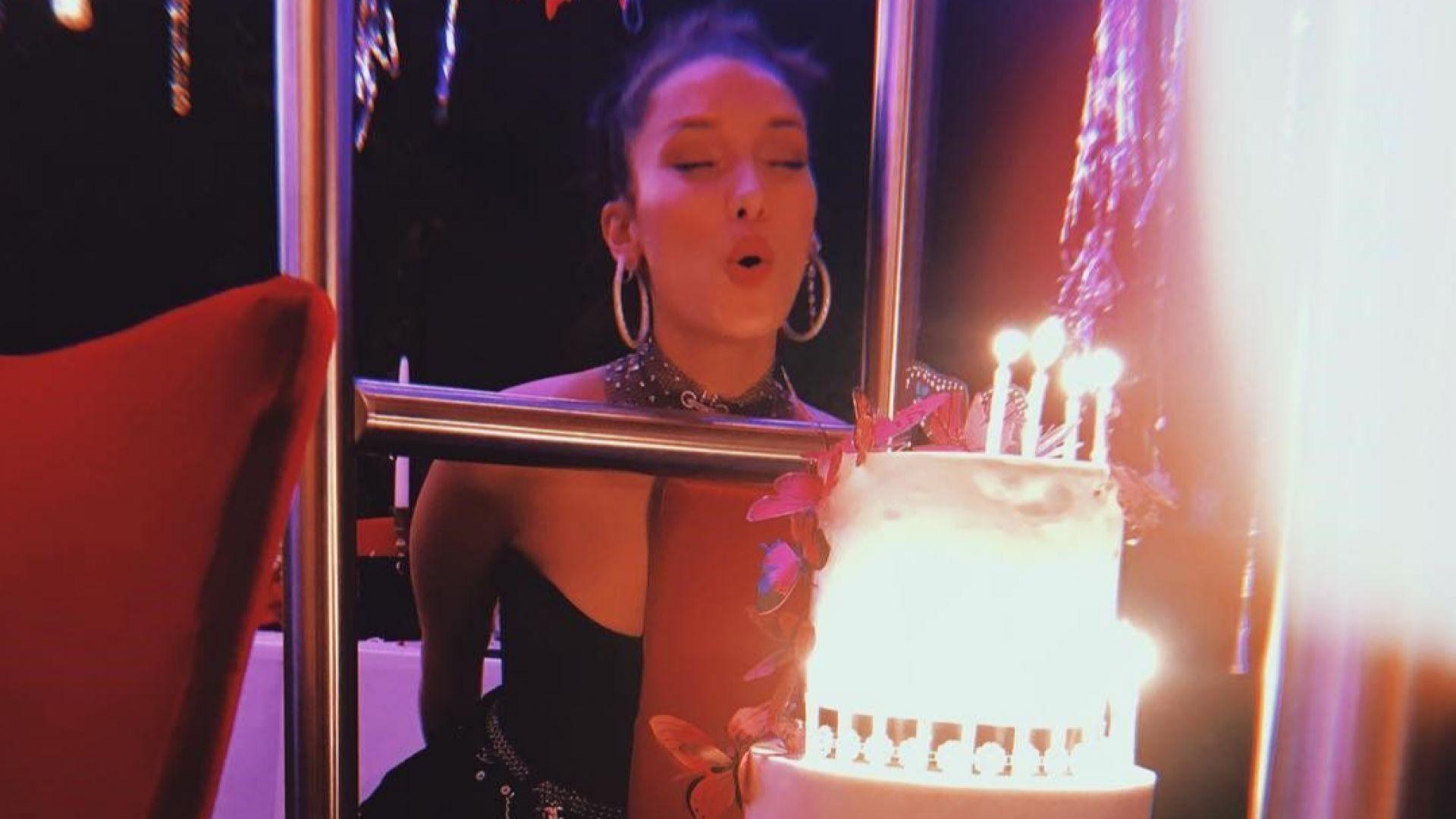 Бела Хадид с четириетажна торта за 22-рия си рожден ден