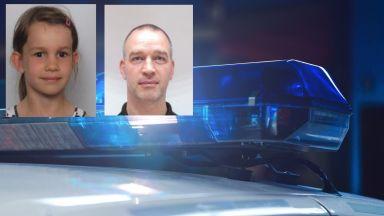 Полицията издирва 7-годишно момиченце и баща му