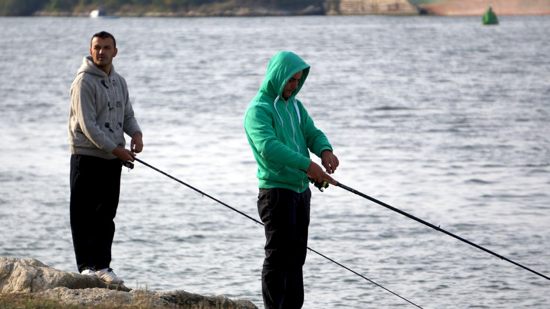 Ловят бракониери преди Никулден, хванаха рибар със 160 кг кефал в морето
