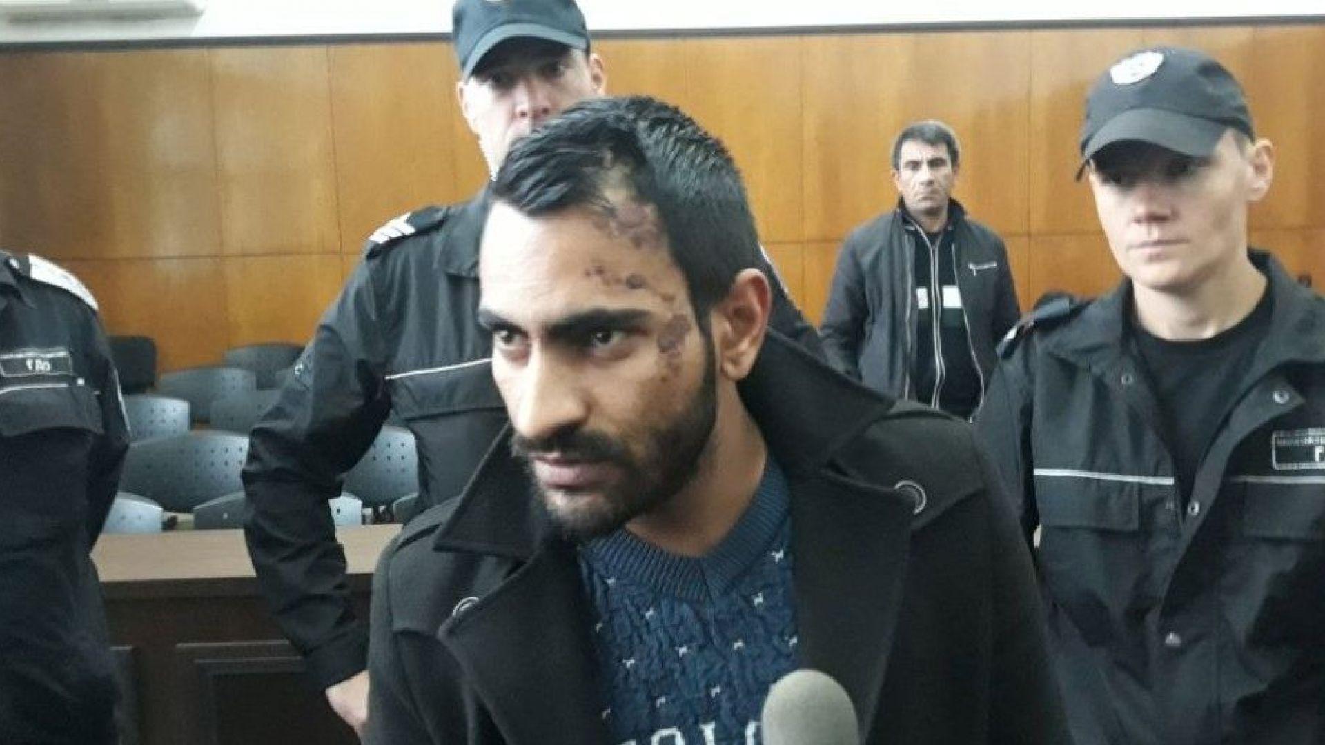 Мъжът, предизвикал гонка в Пловдив, се появи с белези по лицето в съда