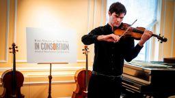 Открадната цигулка Страдивариус се завърна за нов живот