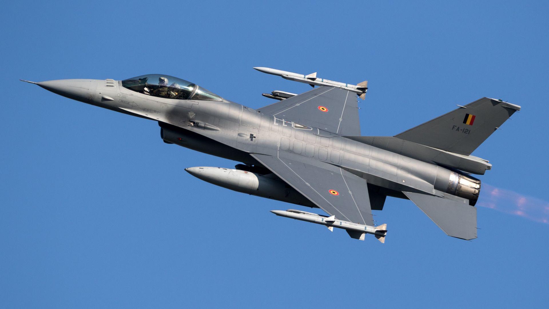 """Избираме изтребител  между F-18, F-16, """"Gripen"""", """"Eurofighter"""""""