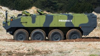 """Швейцарската """"Пираня"""" може да влезе в Българската армия"""