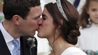 Принцеса Юджени и Джак Бруксбанк се ожениха (снимки)