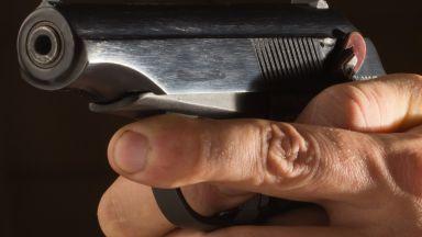 Криминално проявен нахлу с оръжие в президентството