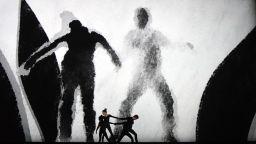 """Иън Макюън: 60-те във Великобритания не са """"рокендрол, секс и наркотици"""""""