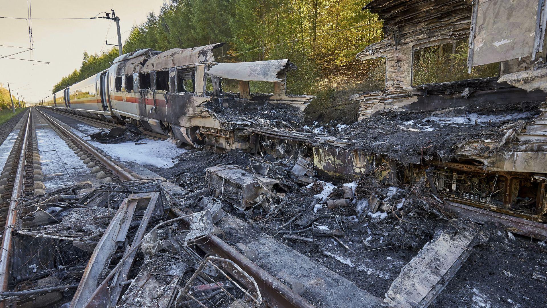 Пожар във влак в Германия, като по чудо няма жертви (видео)