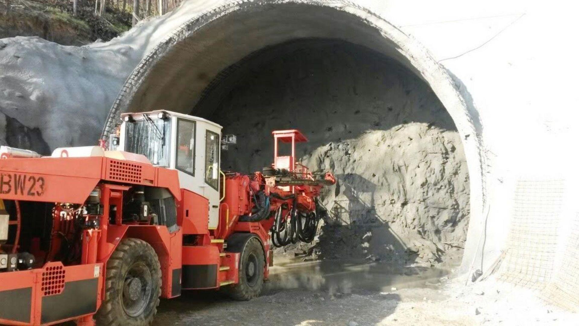 """Подписаха договора за тунел """"Железница"""" от магистрала """"Струма"""""""
