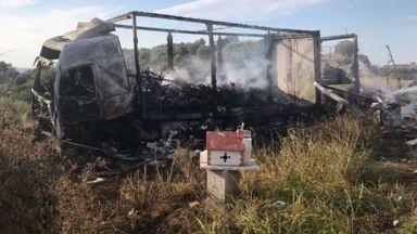 Кола с мигранти се удари в камион, 11 изгоряха живи