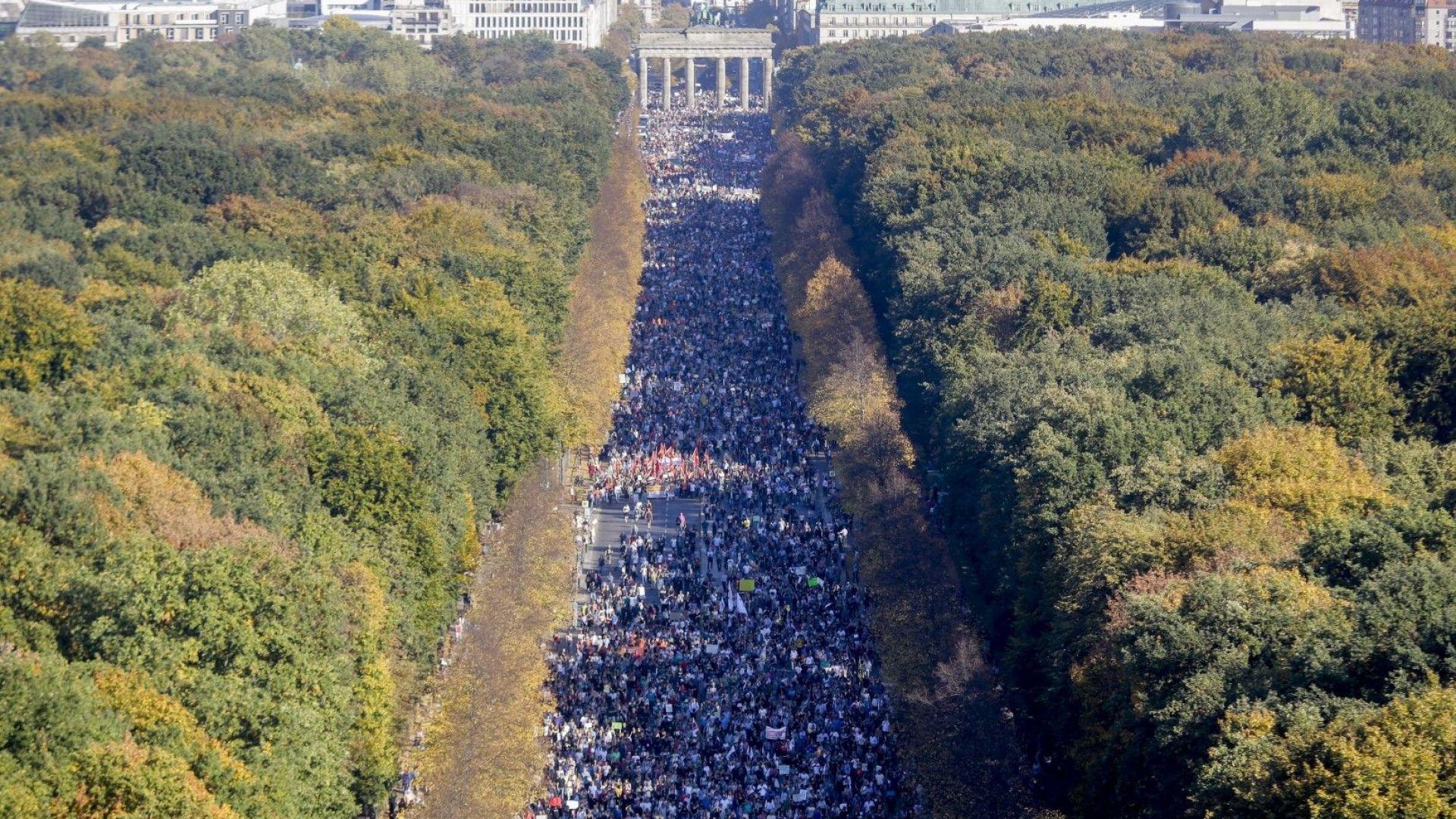 """в В демонстрацията под наслов """"Неделими"""" са се включили над 150 000 души"""