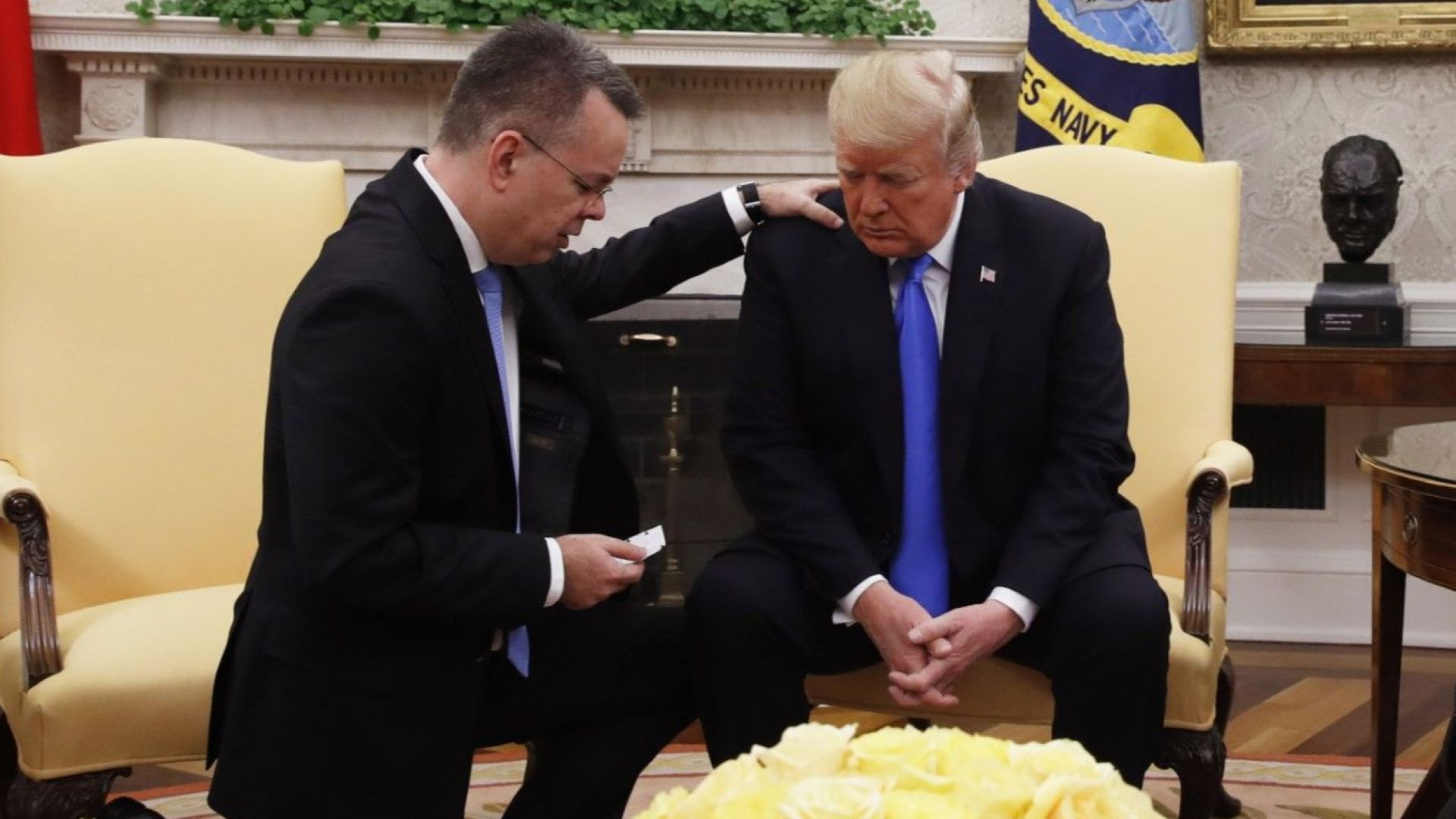 Президентът Доналд Тръмп посрещна снощи в Белия дом пастор Андрю