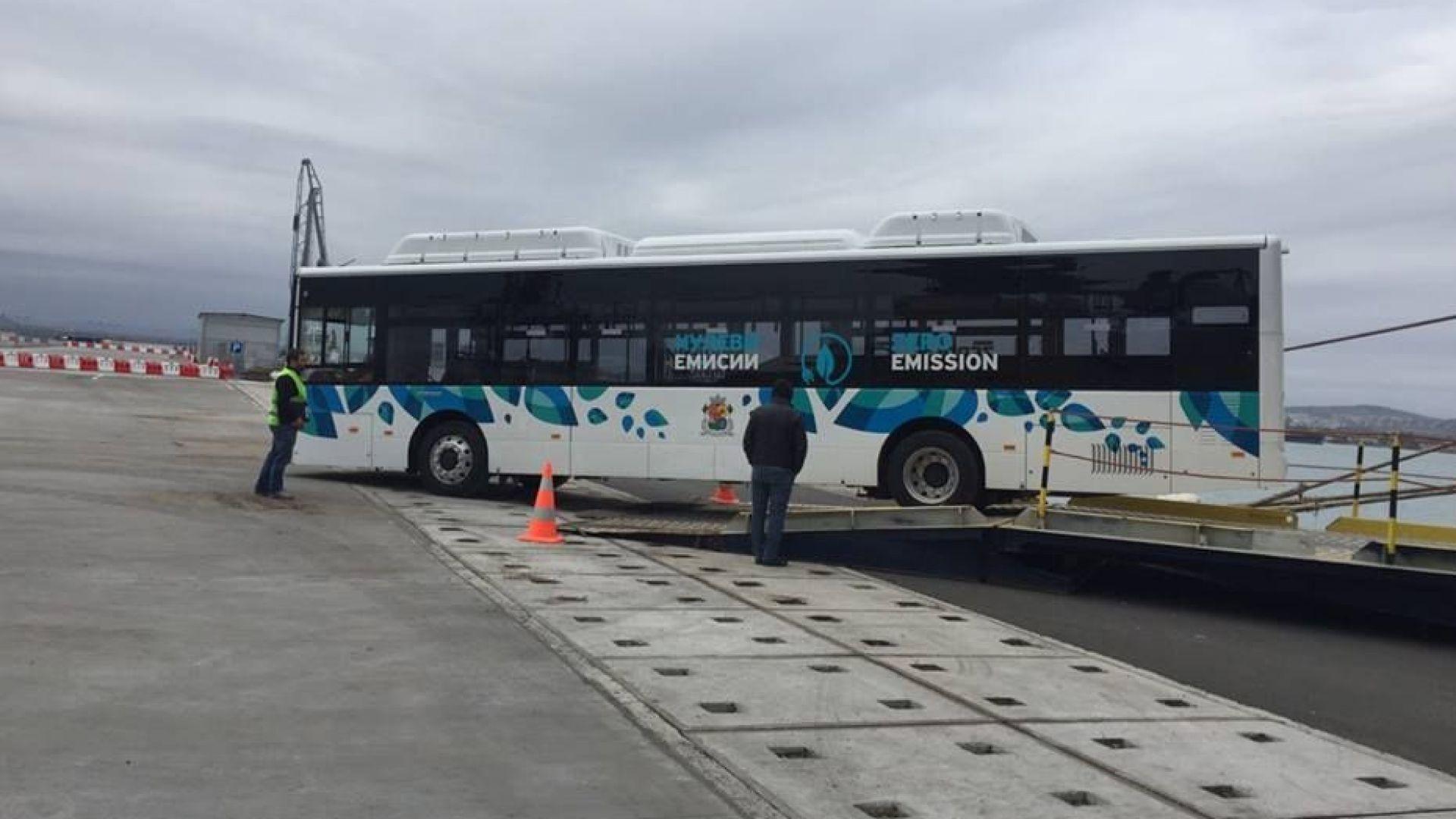 Първите 20 електробуса за градския транспорт, пристигнаха на пристанището в