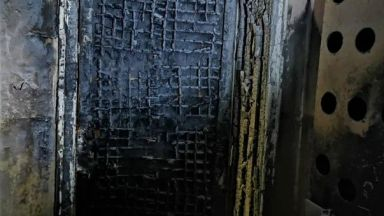 Запалиха гума пред дома на бургаски фоторепортер
