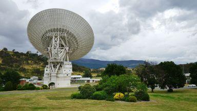 """Австралийски телескоп регистрира загадъчни радиосигнали от """"другия край на Вселената"""""""