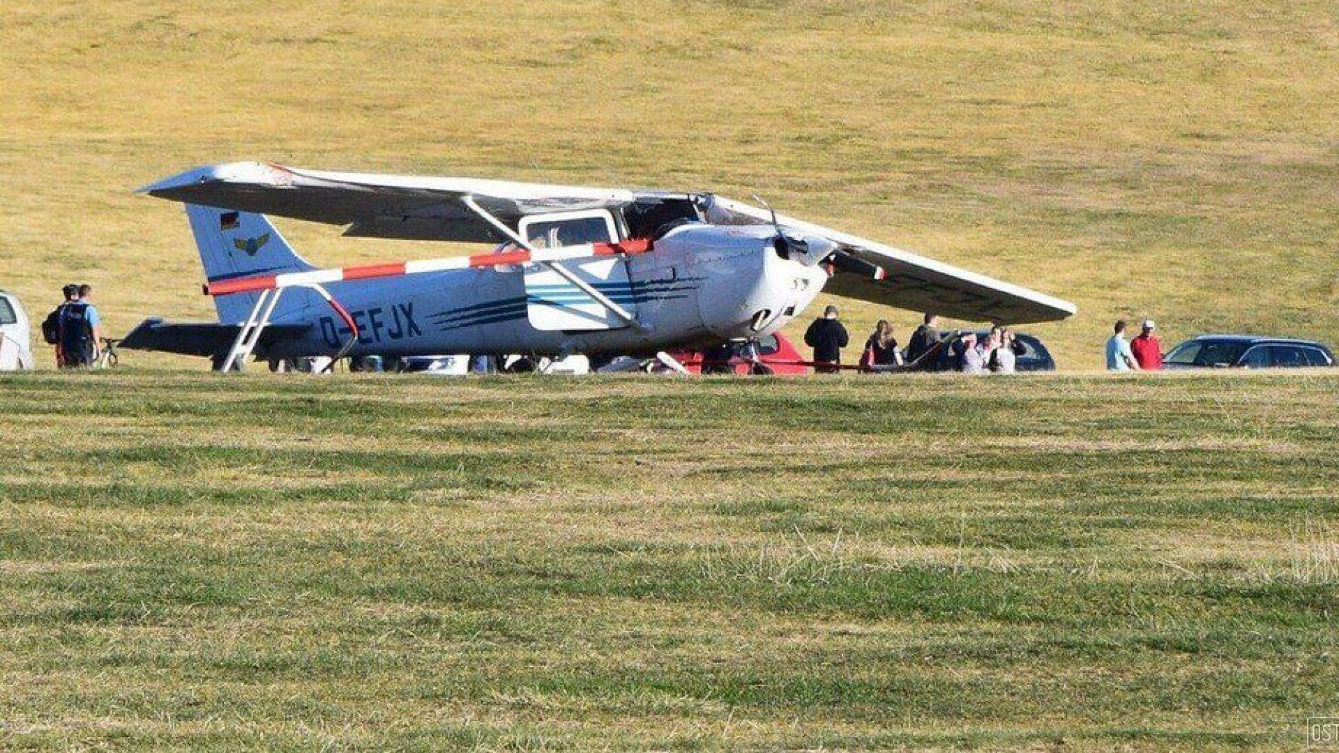Самолет падна върху хора в Германия, има загинали