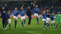 Нови лица зарадваха Италия с късна и сладка победа (видео и резултати)
