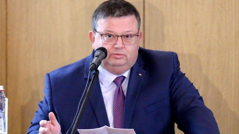 """Цацаров: Прокуратурата разследва лице, свързано с """"Джи Пи Груп"""", за пране на пари"""