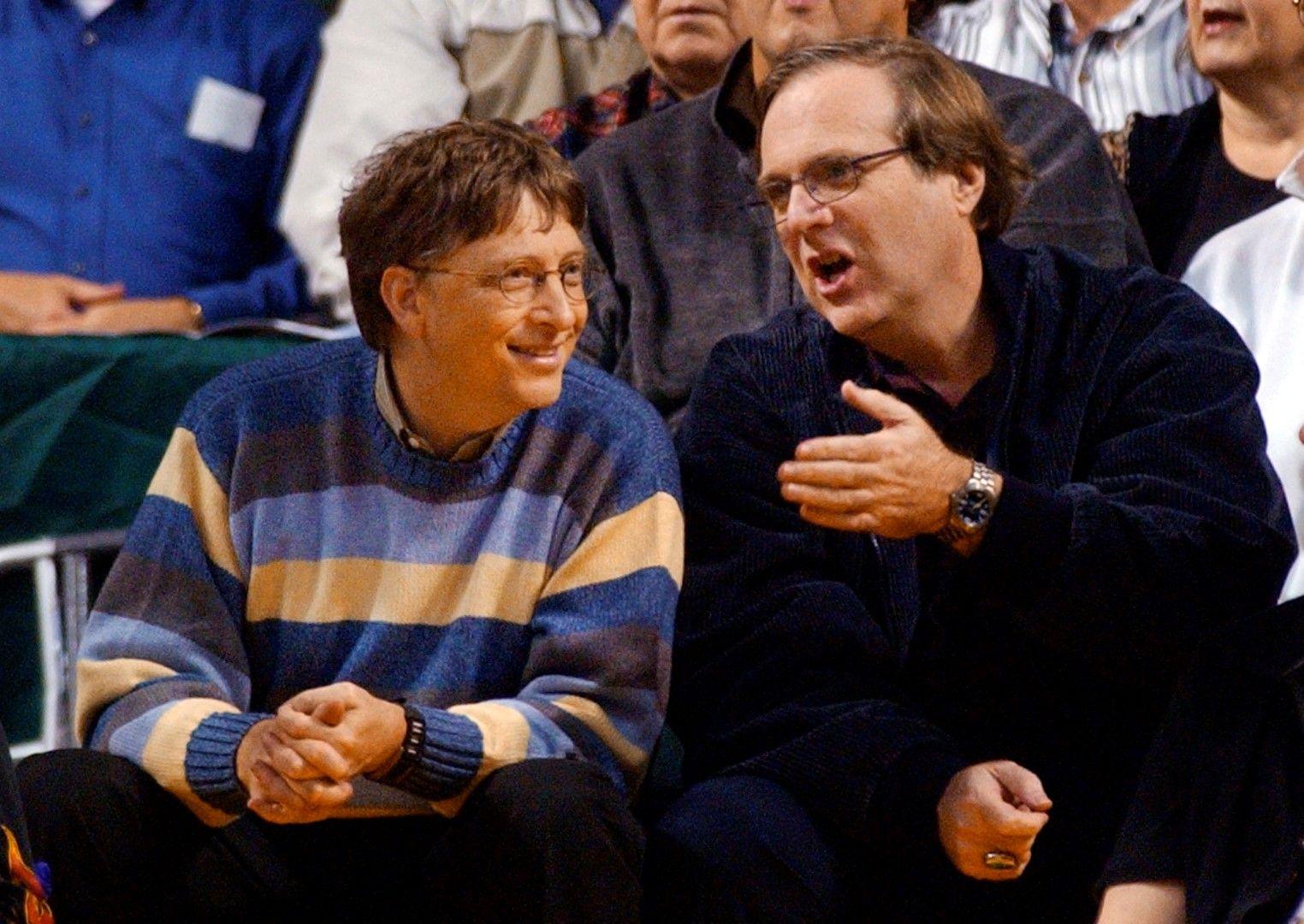 С Бил Гейтс (вляво) през 2003 г.