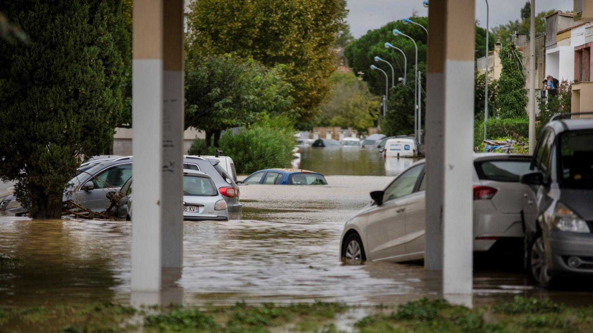 Най-малко 12 души загинаха при незапомнена стихия във Франция
