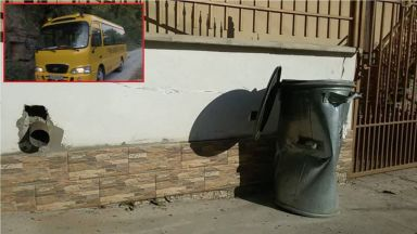 Шофьор на училищен микробус почина в движение, но спаси децата