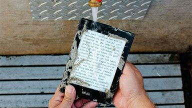 Amazon пусна водоустойчив Kindle Paperwhite