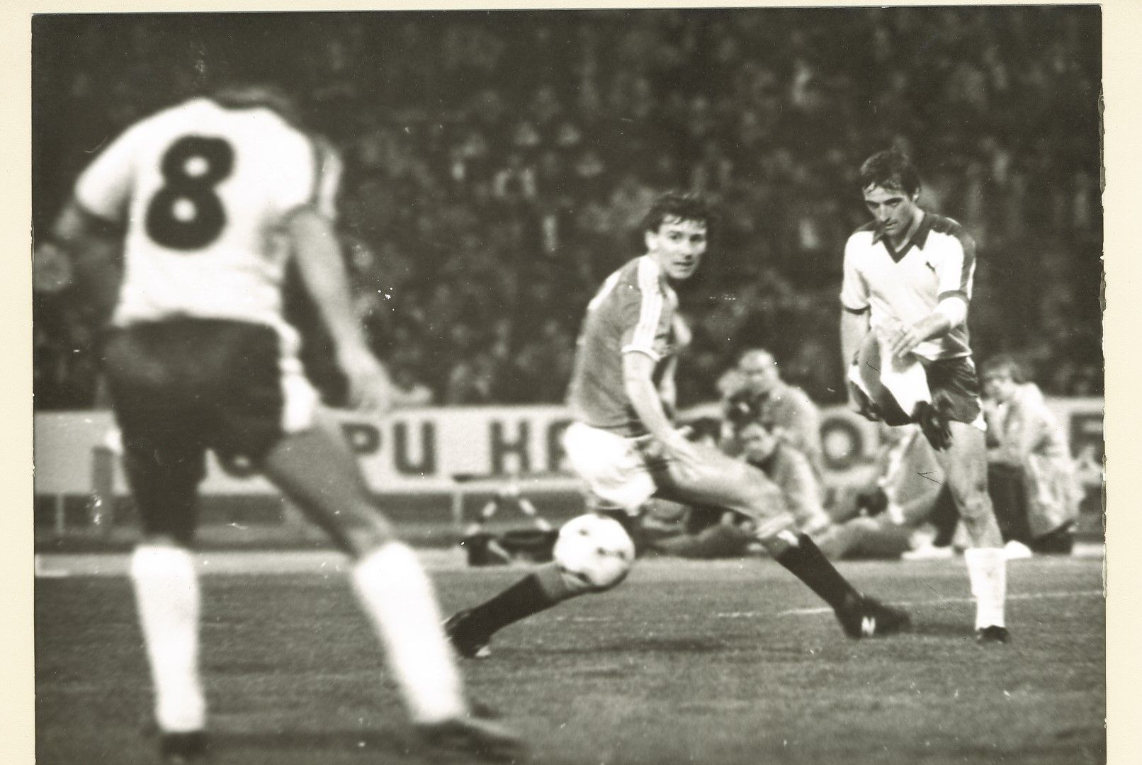 Голмайсторът Румен Димов (вдясно) срещу гранда Юнайтед във Варна.