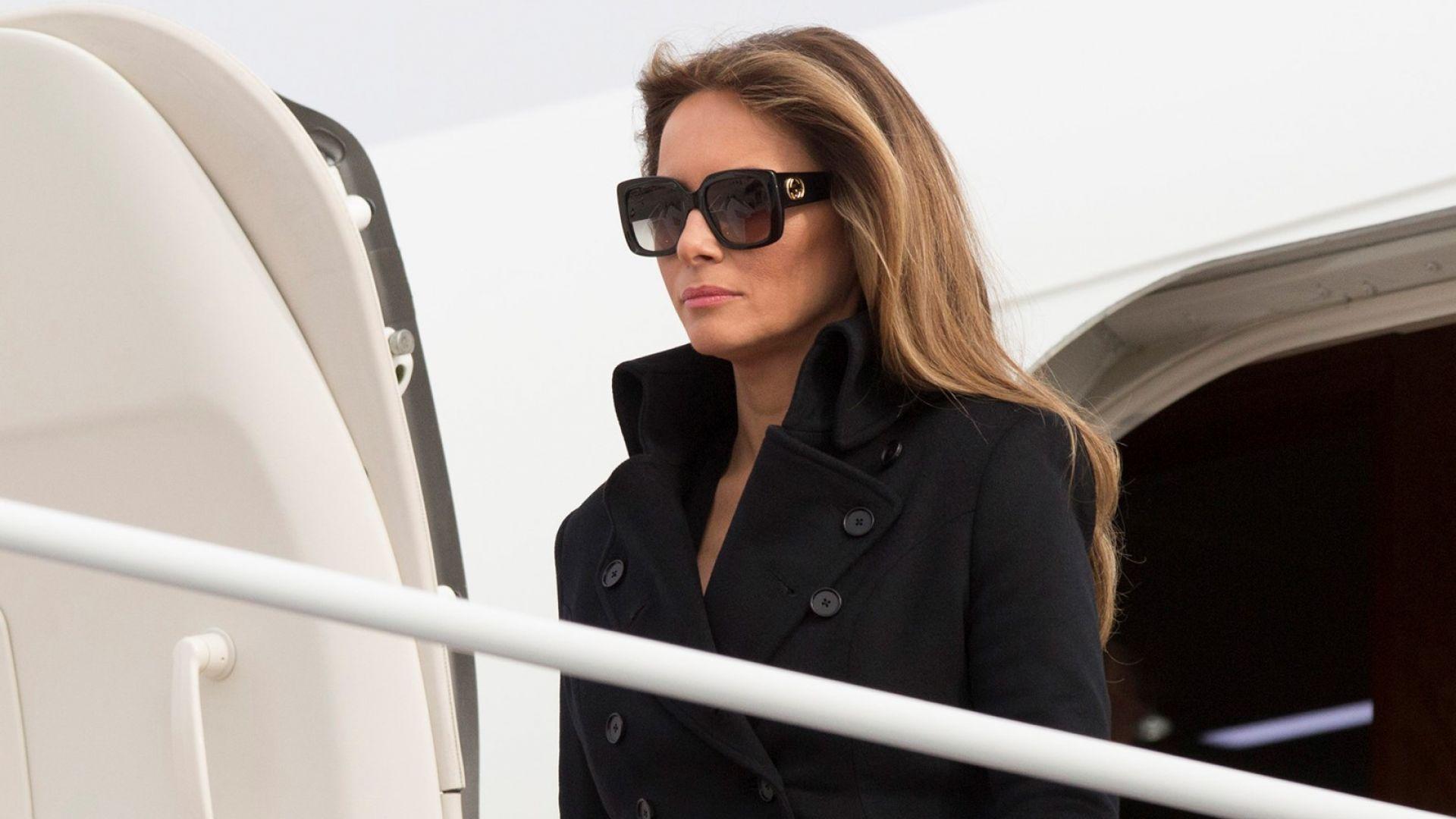 Самолет с Мелания Тръмп на борда кацна аварийно