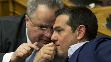 Външният министър на Гърция подаде оставка след спор за Преспанското споразумение