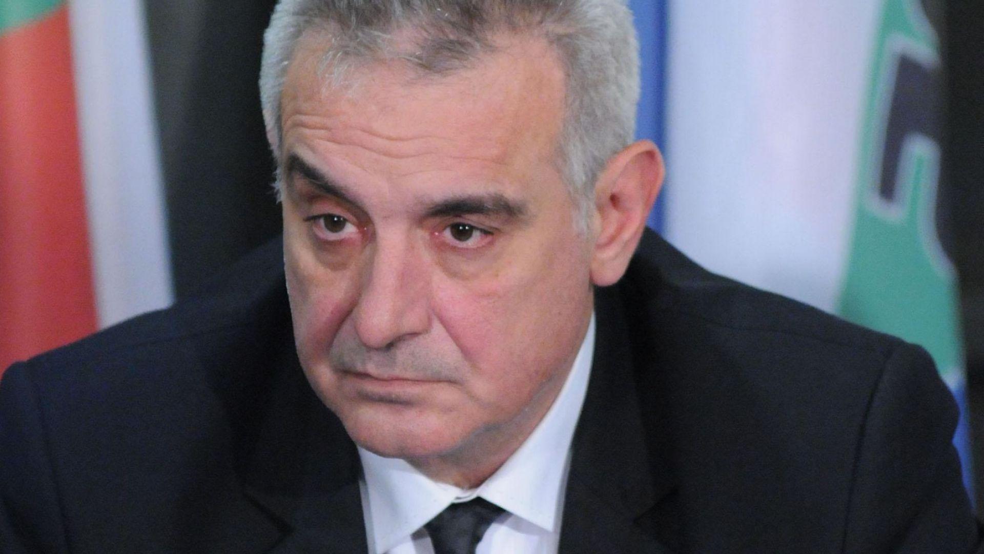 Депутат от НФСБ: Сидеров ходи в Сараите веднъж месечно