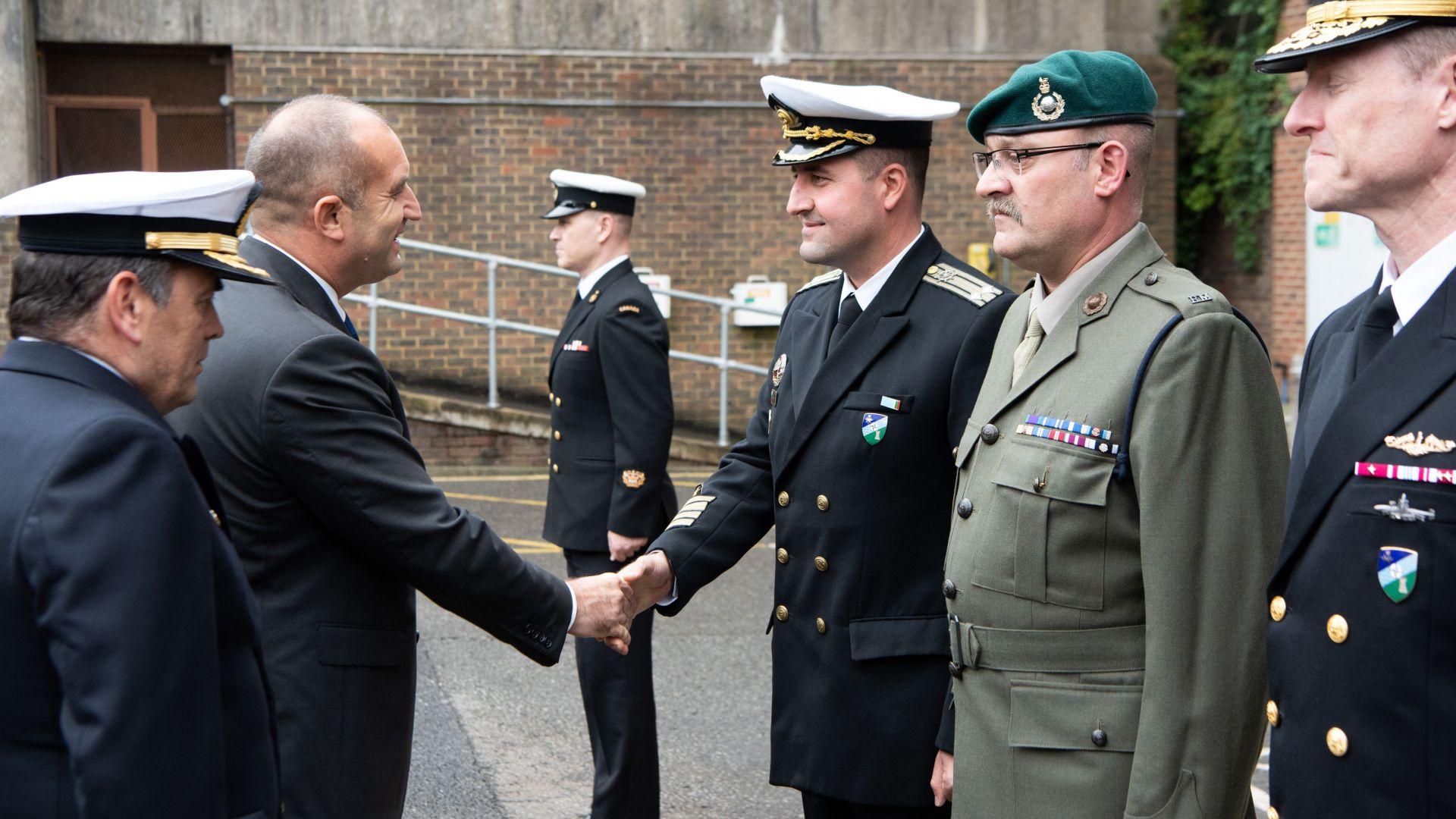 """Радев посети щаб на НАТО, получи похвали за участието ни в """"Sea Guardian"""""""