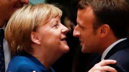 Меркел и Макрон излязоха на бира в Брюксел