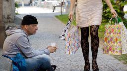 Финансист: Диспропорцията в доходите на богати и бедни у нас е 8:1, в ЕС-3.6:1