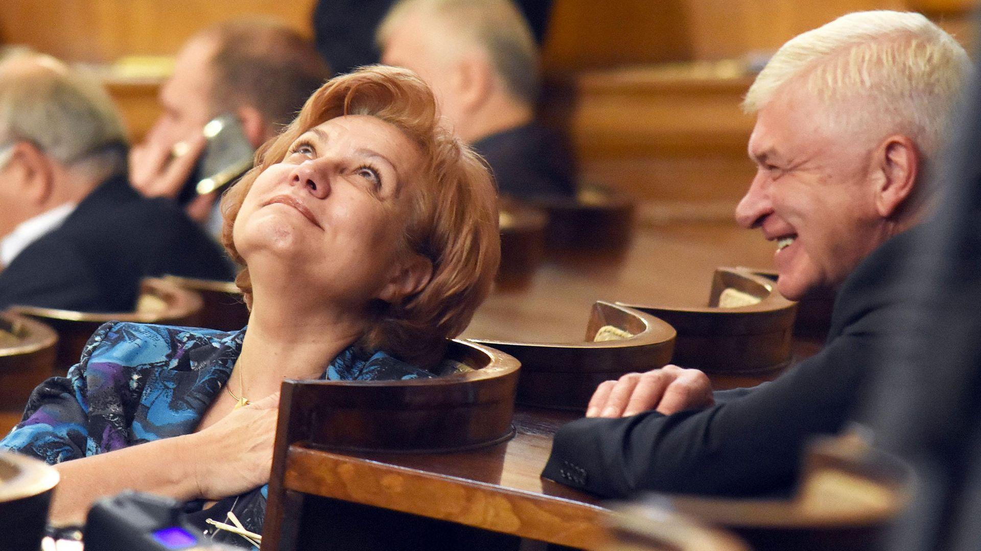 Менда Стоянова: По-малко ДДС - по-големи данъци за коли, имоти, заплати