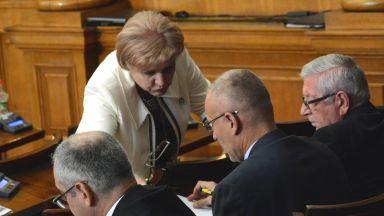 Менда Стоянова: Излишъкът в бюджета ще е от неосъществени проекти