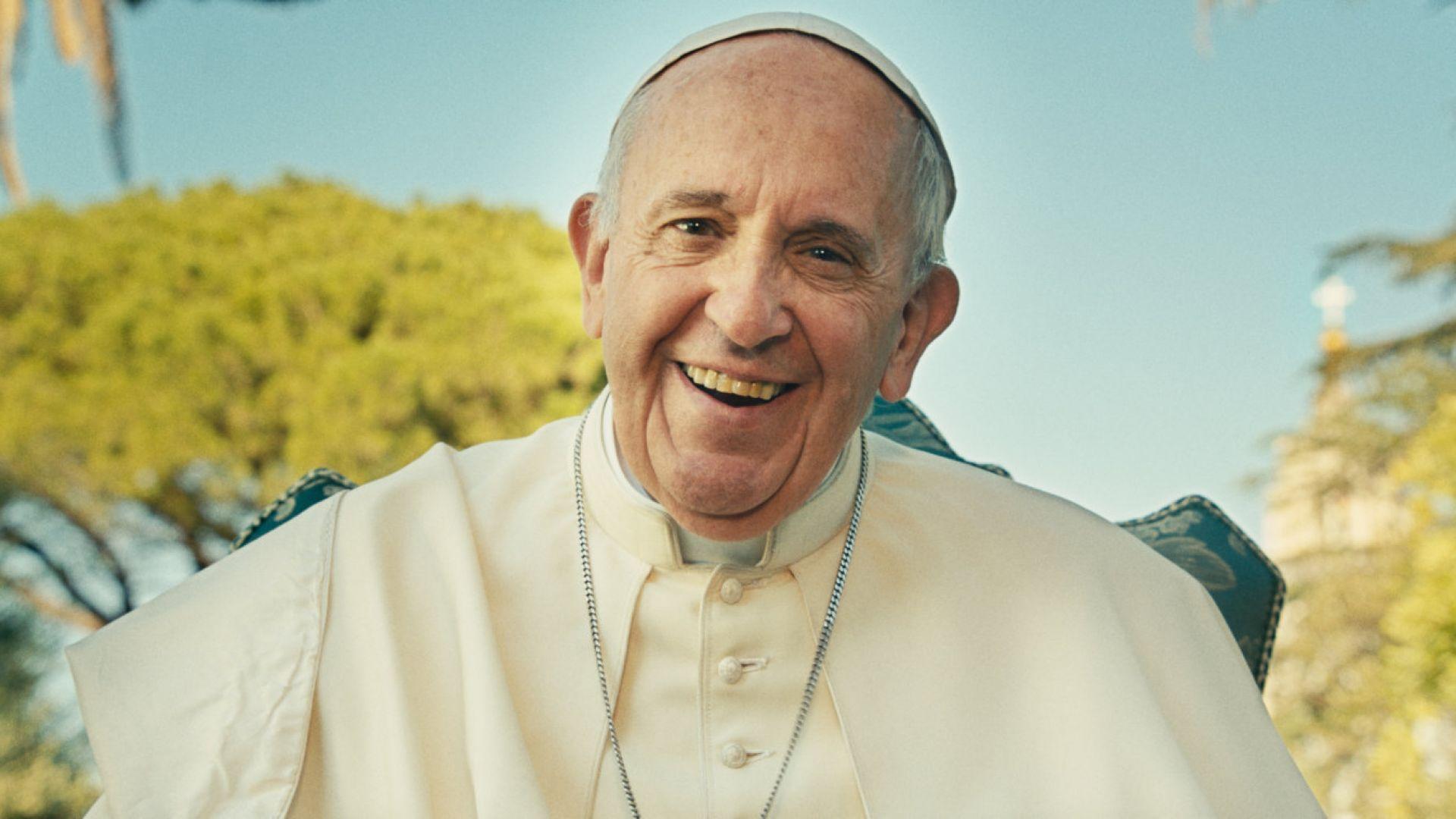 Снимка: Папата каца на летището Граф Игнатиево през май
