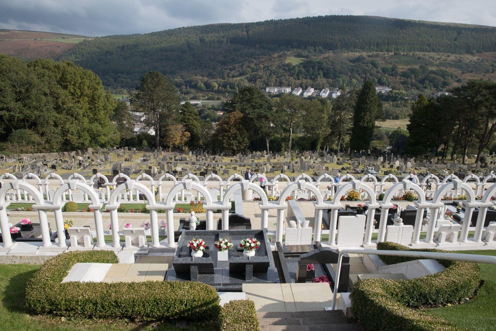 Днес в селото могат да се видят белите надгробни паметници на 116-те деца