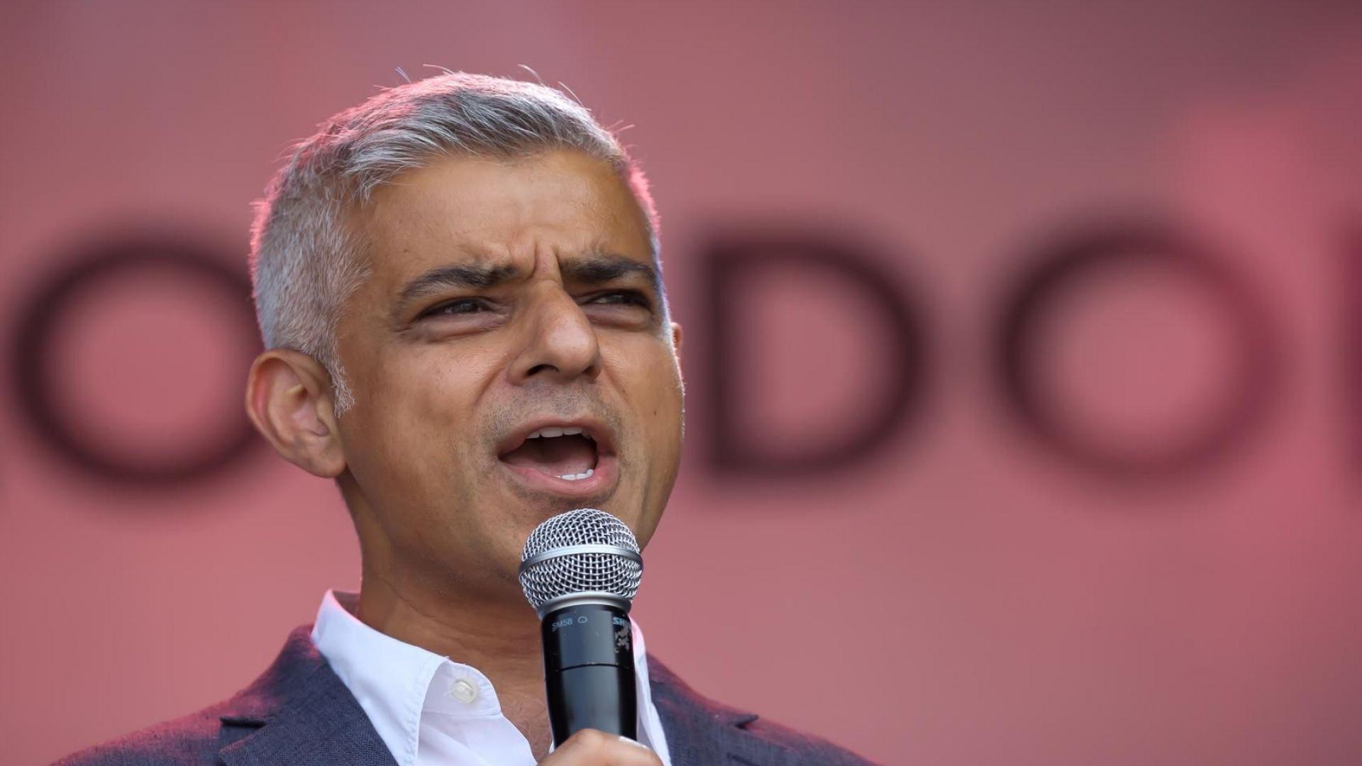 Хиляди демонстранти се събраха днес в центъра на Лондон, за