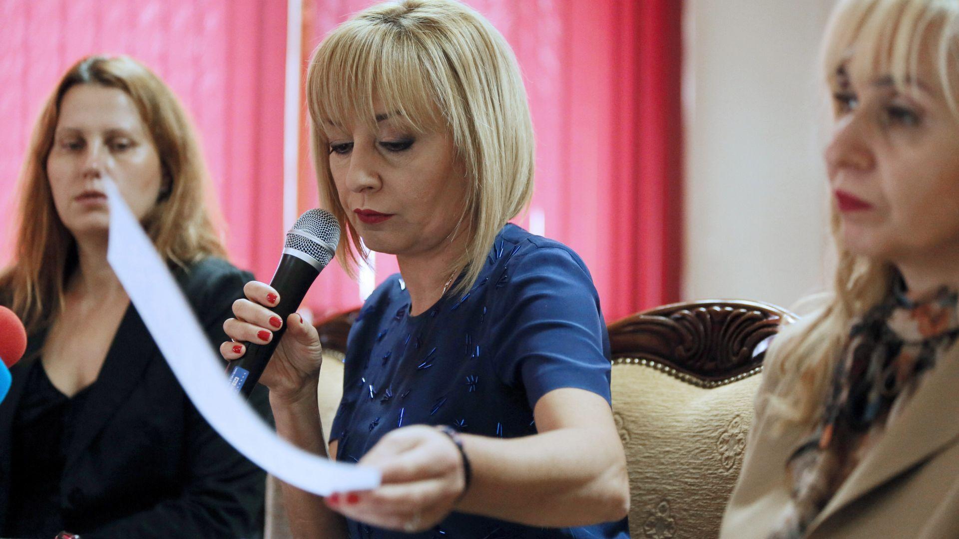 Манолова представи Бяла книга вместо календар на успехите