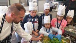 """Топ готвачи готвиха с деца от цяла България, в рамките на програмата """"Нестле за по-здрави деца"""""""