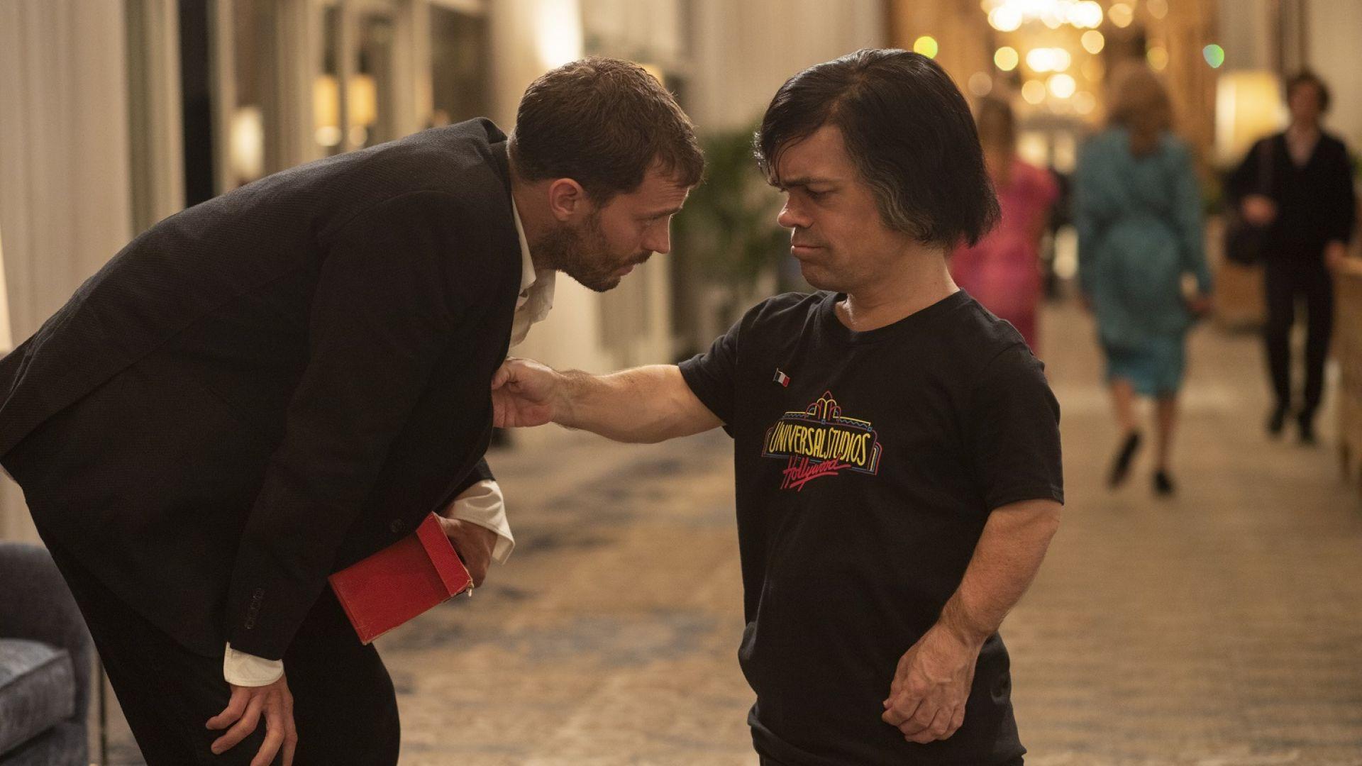 """Джейми Дорнан и Питър Динклидж в драмата """"Моята вечеря с Ерве"""""""