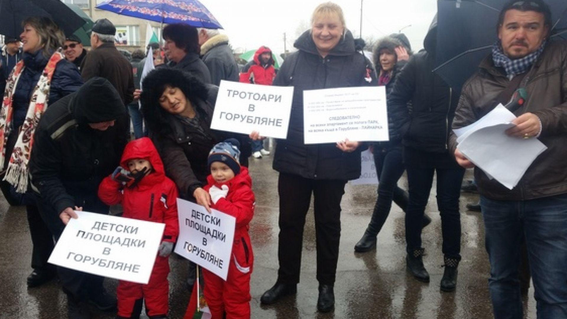 Жителите на 6 столични квартала излязоха на протест на три