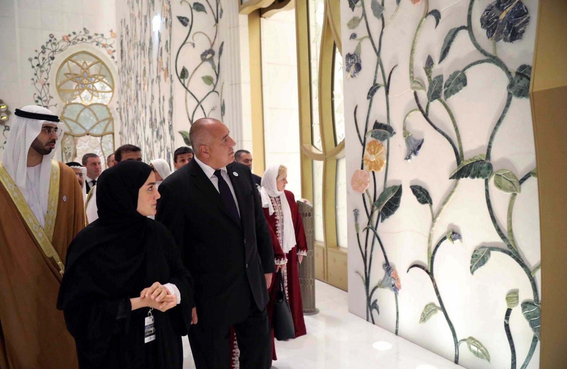 """Бойко Борисов посети най-големия мюсюлмански храм в ОАЕ Голямата джамия """"Шейх Зайед"""""""