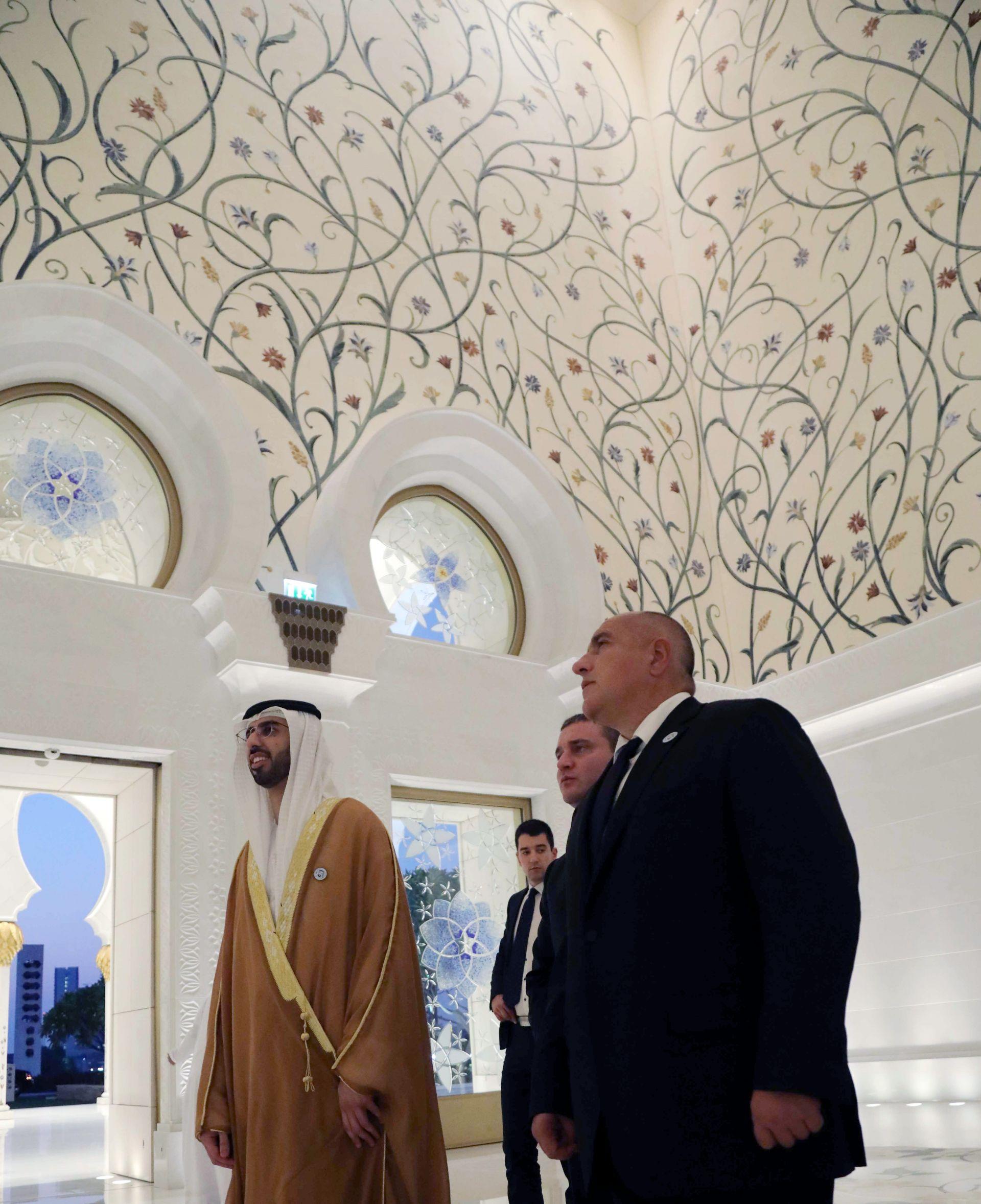 """Министър-председателят Бойко Борисов посети най-големия мюсюлмански храм в ОАЕ Голямата джамия """"Шейх Зайед"""""""