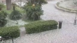 """Сняг, град и дъжд донесе """"прокълнатата пролет"""" в Италия (видео)"""